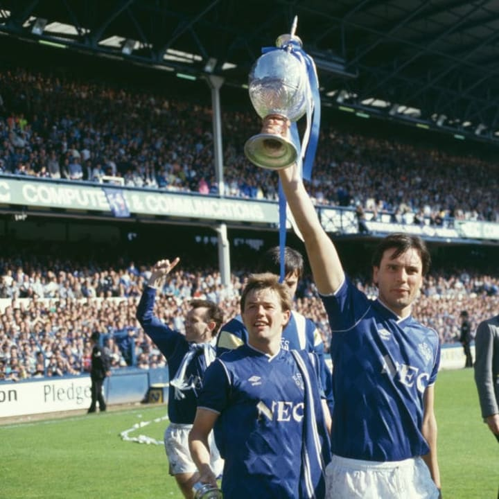Graeme Sharp lifts the First Division trophy